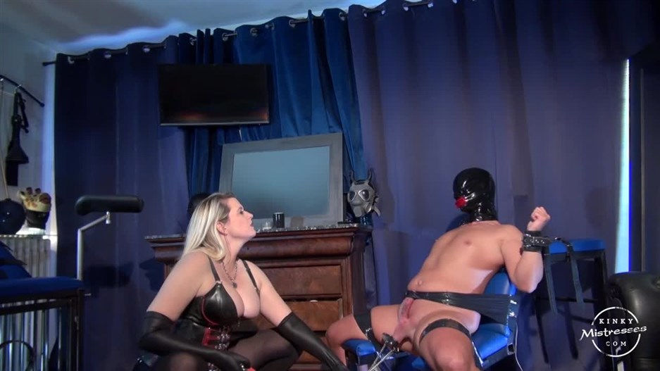 Kinky Mistresses – Ballstretching With Domina M