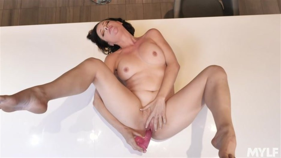 Sovereign Syre - Cum All Over Her Face