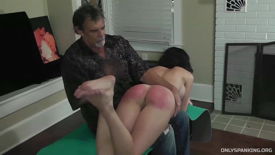 Dallas Spanks Hard – Dossier Of Discipline 6 – No Sunscreen Spanking